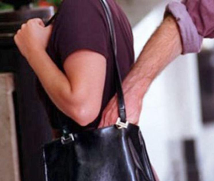 Воронежские полицейские поймали карманника вора с поличным